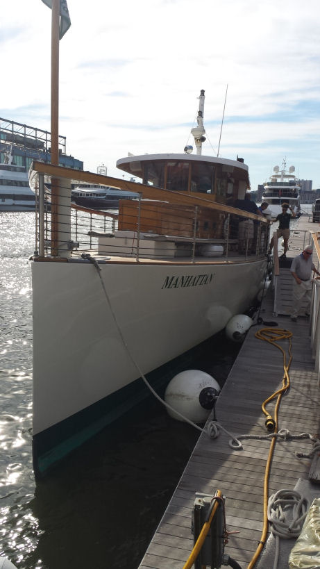 yacht Manhattan, classic harbor line