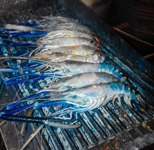 One kilogram of jumbo kingsize shrimp on the barbeque.