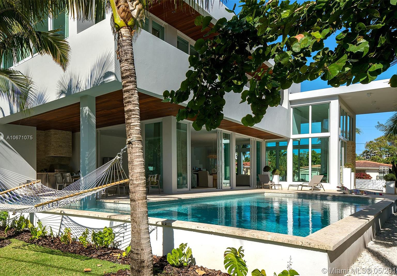Contemporary Miami Beach House With L Shaped Pool Is Listed For 3 34m The Big Bubble Miami