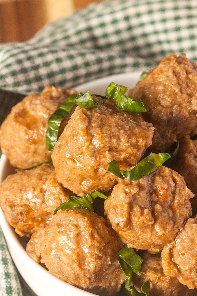 Paleo Sweet and Spicy Meatballs- These paleo friendly meatballs are a flavour SENSATION! Sweet, salty, spicy and sour- Guaranteed winner for the whole family- Gluten free, low carb and high protein! @thebigmansworld -thebigmansworld.com