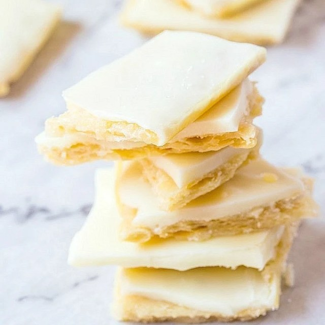 Healthy {3 INGREDIENT} No Bake Salted Vanilla Slice- One recipe. Three ways. This Healthy No Bake Salted Vanilla Slice requires just THREE ingredients to whip up and depending on which method you choose, can be vegan, gluten free and refined sugar free! If all else fails, try the fool proof version! @thebigmansworld -thebigmansworld.com