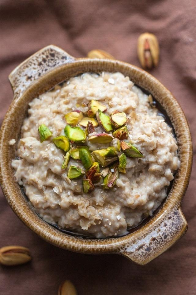 Healthy Baklava Overnight Oats- Dessert for breakfast is going to be a standard occurrence with this delicious Baklava inspired overnight oats! Gluten Free, Dairy Free, refined sugar free, high in protein and a vegan option, this takes barely any prep and has all the flavours of delicious baklava! @thebigmansworld - thebigmansworld.com