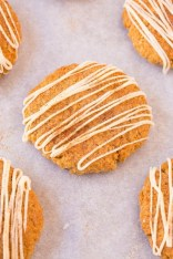 Healthy 5 Ingredient FLOURLESS Cinnamon Bun Cookies- Thick, chewy and soft in the centre, these protein packed cookies are secretly healthy and need just FIVE ingredients- NO butter, NO oil, NO flour and NO white sugar! {vegan, gluten free, high protein recipe}- thebigmansworld.com