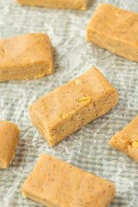 No Bake Banana Bread Protein Bars which have the taste and texture of a classic banana bread MINUS the nasties- Secretly healthy! {vegan, gluten free, paleo recipe