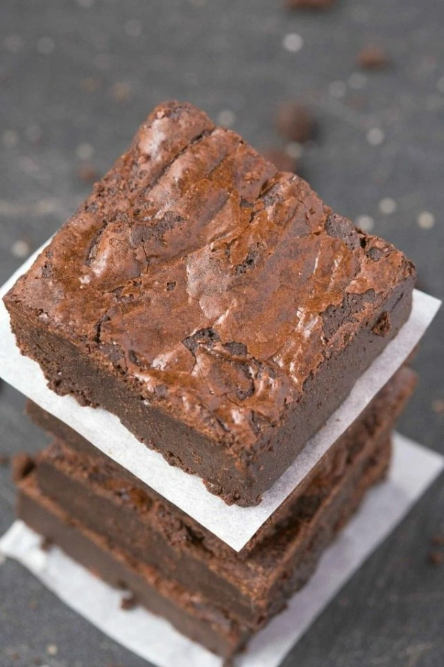 Flourless Fudge Brownies using just 6 EASY ingredients and a huge favorite- SO much better than any boxed mix! NO butter or flour but SO fudgy and gooey! {vegan, gluten free, paleo recipe}- thebigmansworld.com