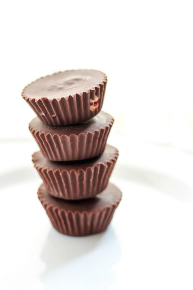 Healthy No Bake 4 Ingredient Almond Butter and Jelly Cups- Customisable, easy and secretly healthy dessert or snack cups- NO nasties and cheaper than store bought! {vegan, gluten free, paleo recipe}- thebigmansworld.com