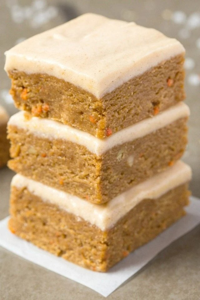 Healthy No Bake Carrot Cake BREAKFAST Bars- Thick, chewy, fudgy and ready in no time, these delicious bars contain NO butter, oil, flour or white sugar, but taste like dessert! Packed with protein freezer friendly! {Vegan, gluten free, paleo recipe}- thebigmansworld.com