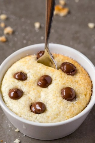 Healthy 1 Minute LOW CARB Vanilla Mug Cake- Light, fluffy and moist in the inside! Packed full of protein and no sugar whatsoever! {vegan, gluten free, paleo recipe}- thebigmansworld.com