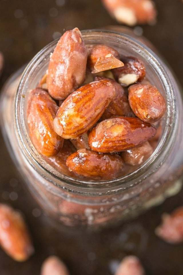 Easy Stovetop Sugar Free Candied Almonds (V, GF, Paleo)- Just 3 Easy, healthy ingredients and ZERO sugar- No table sugar, no sticky sweeteners and less than 10 minutes- Oven option too! {vegan, gluten free, paleo recipe}- thebigmansworld.com