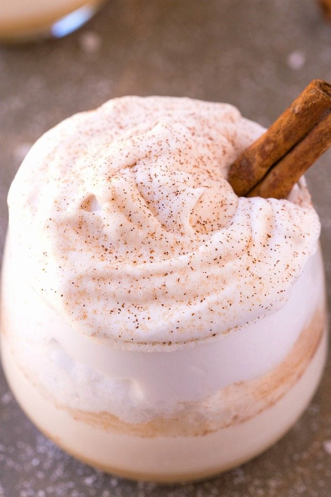 THICK & CREAMY High Protein Cinnamon Roll Shake (V, GF, Paleo)- A delicious filling breakfast or snack high protein smoothie which tastes like a cinnamon roll! Sugar free and dairy free too! {vegan, gluten free, paleo recipe}- thebigmansworld.com