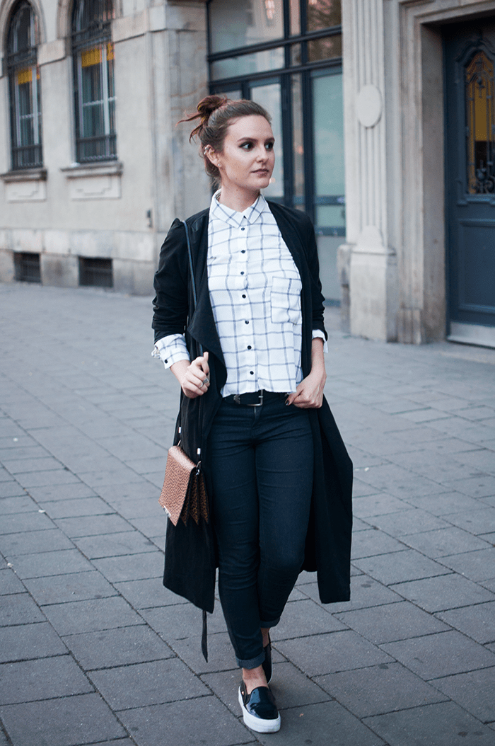 Cool Casual Look black and white grid blouse flatforms blogger Outfit VIII