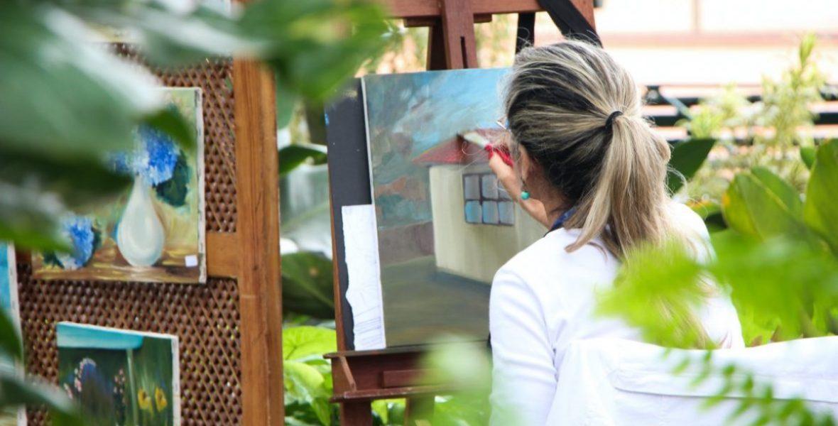 Rebecca at craft fair painting