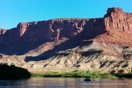 A raft floating through Stillwater Canyon on the Green River in Canyonlands National Park.