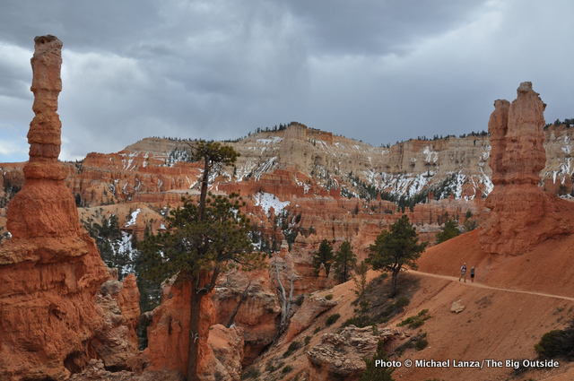 Hikers on the Peek-a-Boo Loop in Bryce Canyon National Park
