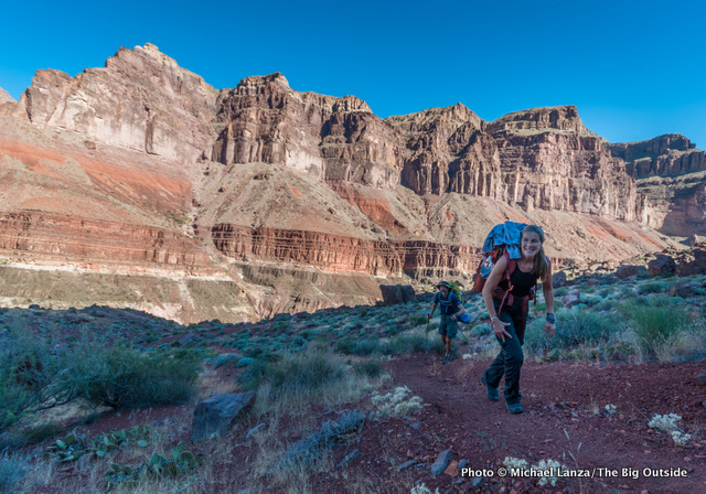 Backpackers on the Tonto Trail between New Hance Trail and Horseshoe Mesa, Grand Canyon.