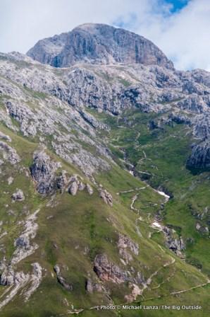 The trail up Sas de Putia.