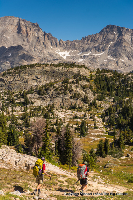 BackpackiBackpackers hiking toward Island Lake in Wyoming's Wind River Range.ng toward Island Lake, Wind River Range.