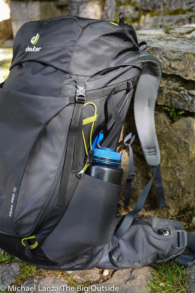 Deuter Trail Pro 36 stretch side pocket.