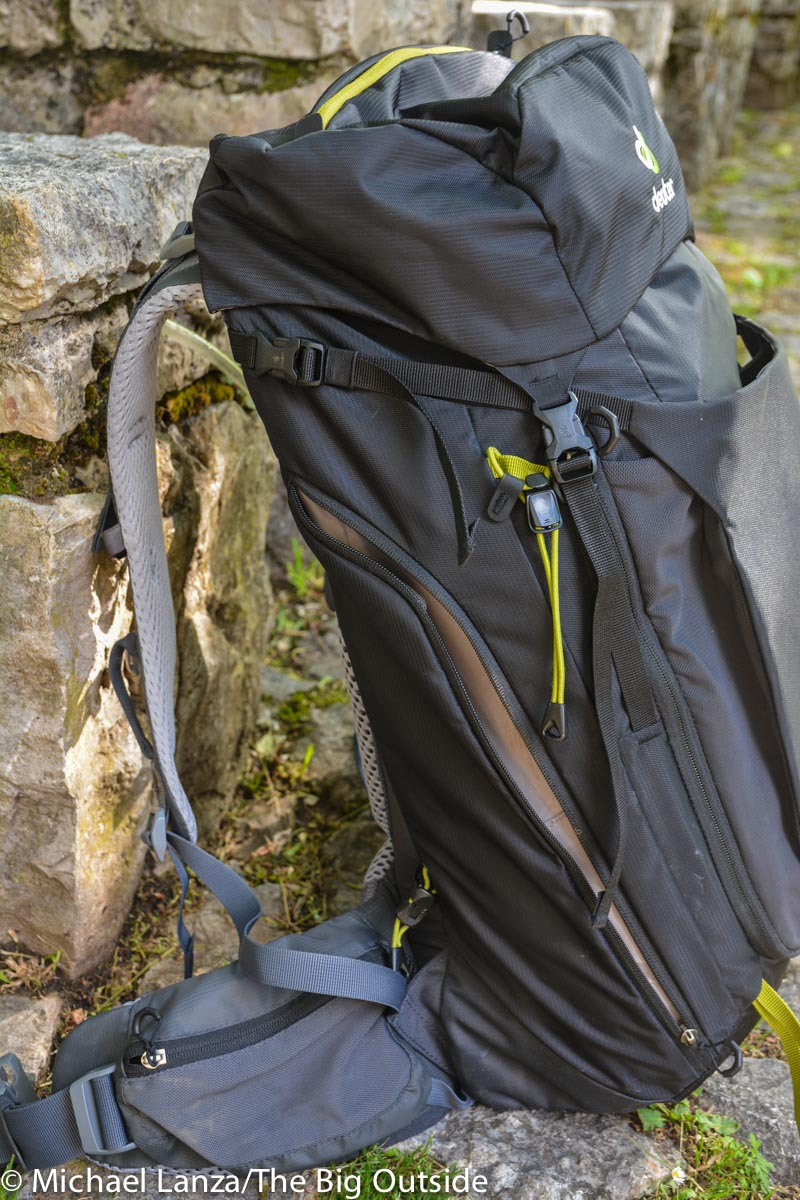 Deuter Trail Pro 36 zippered side pocket.