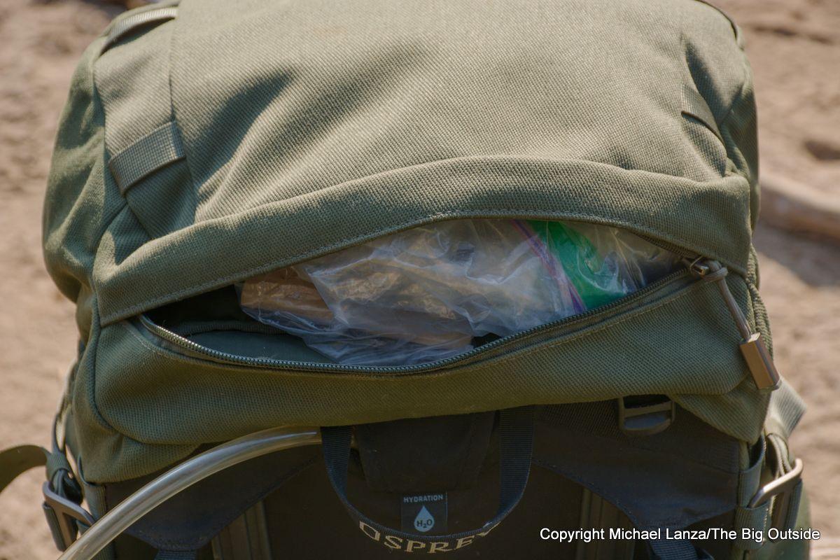 Osprey Archeon 70 lid pocket.
