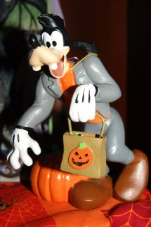 Spook Spotter Disney Halloween Figurines Big Scare