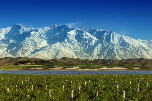 Viñedo-golf-y-montaña