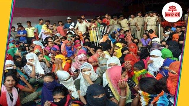 thebiharnews-in-268-bar-girls-protest-on-road-in-sonpur-mela-dhrna