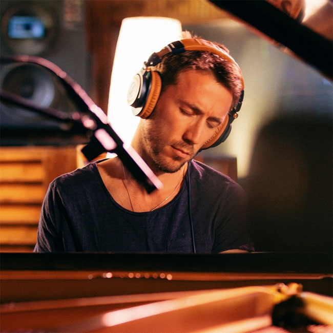 Bill Laurance (of Snarky Puppy) Live from the Red Room