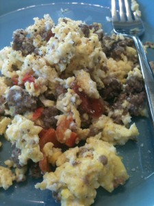 scrambled egg with hamburger and red pepper