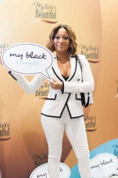 Chante Moore_at My Black is Beautiful booth_EMF