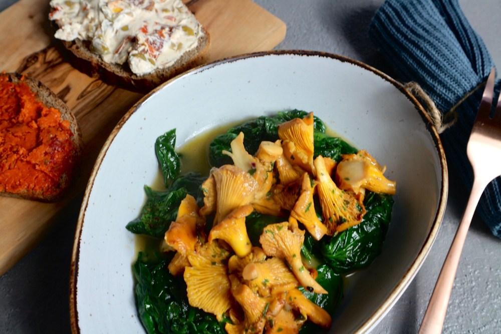Spinat Pilz Pfanne mit einer extra Portion Kartoffelbrot