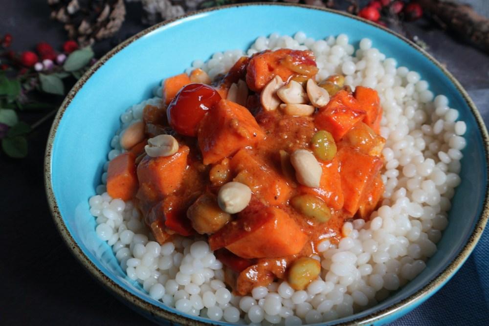 Curry mit Tofu und Erdnüssen