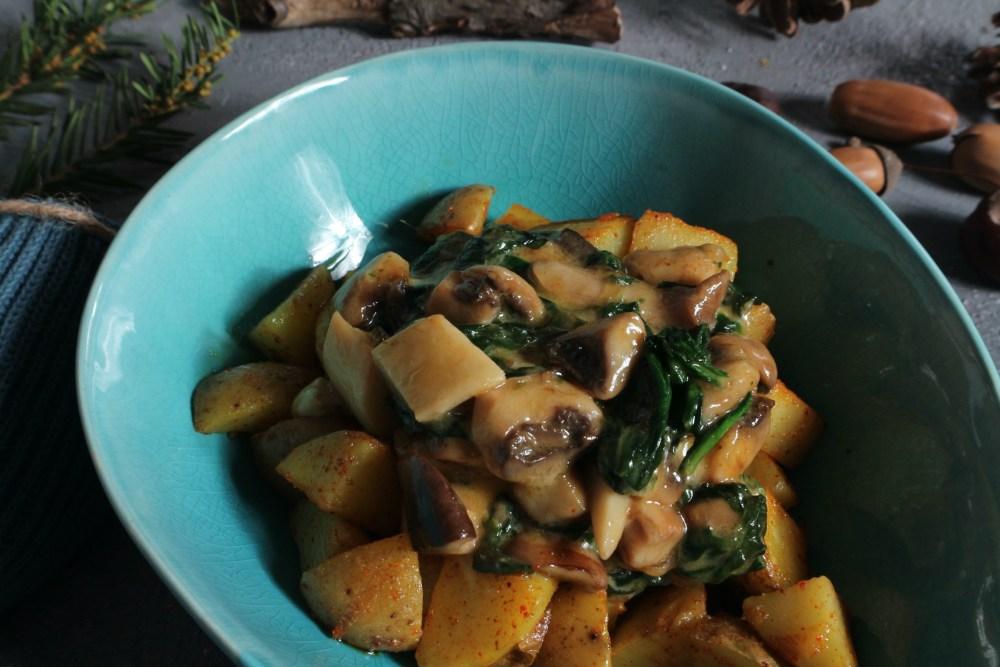 Knusperkartoffeln mit Spinat und Pilzen