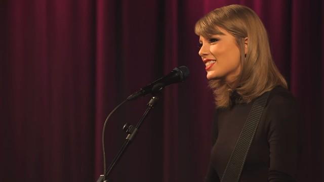 Queste prestazioni sole rapide di Taylor mostrano appena quanto buon è