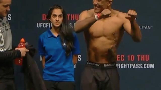La ragazza che di verifica del peso di UFC più assetata vediate mai