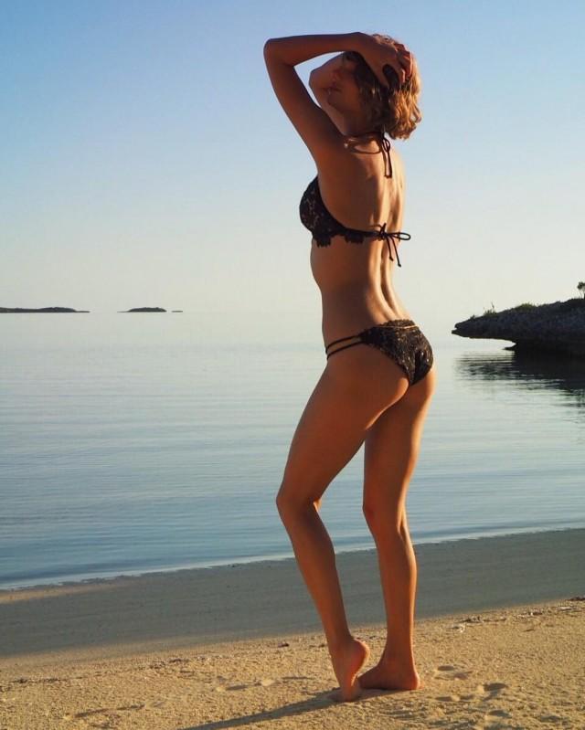 Vediamo appena mai Taylor rapido in un bikini, ma quando facciamo, lo vale