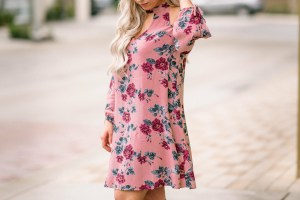 Snag this pink floral dress for just $20 with the amazing sale American Eagle has going on right now!