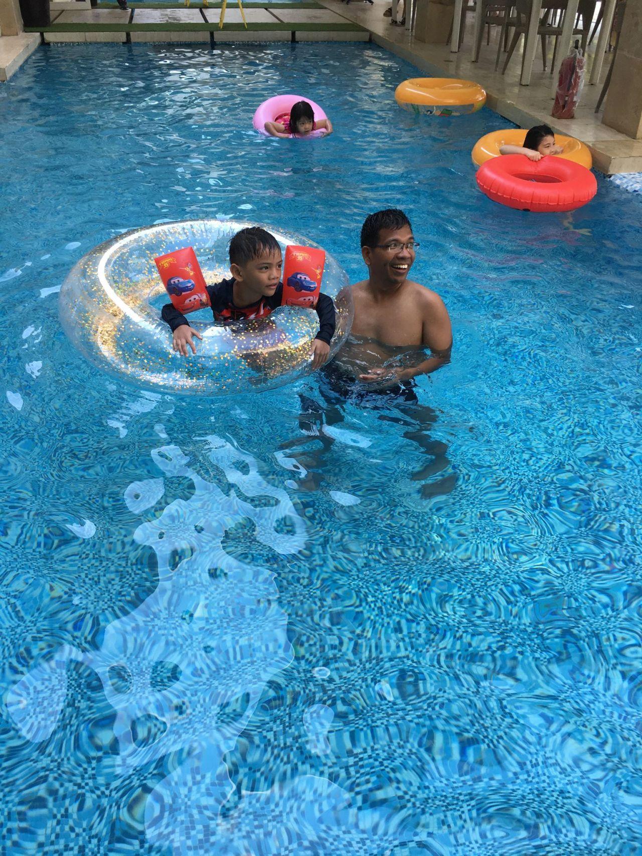 Bruce at the swimming pool at Estac