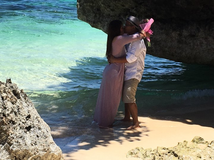 Our kiss at the beach during our Boracay 2019 Day 2 vacation