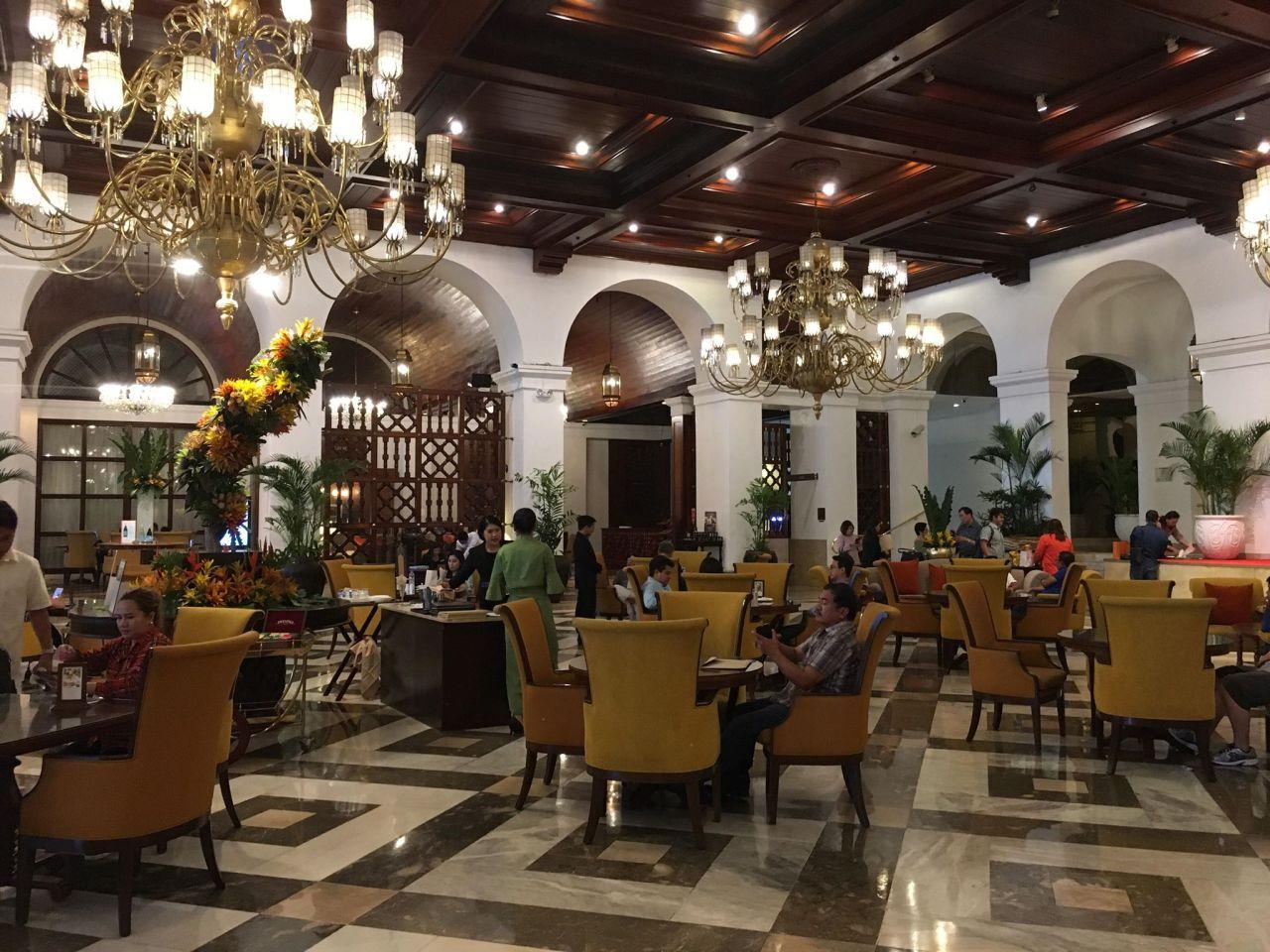 the lobby at the Manila Hotel