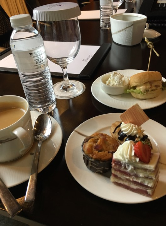 my snacks at the Continental Club at Marco Polo Ortigas