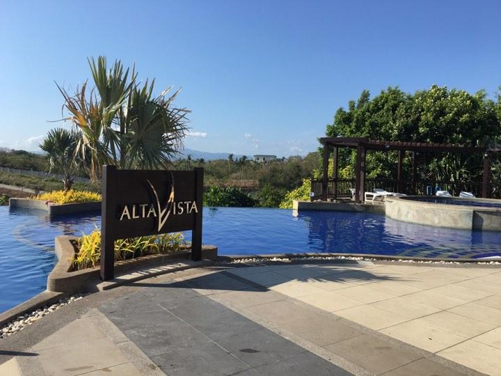 the infinity pool at Alta Vista de Boracay in our Boracay 2019 vacation