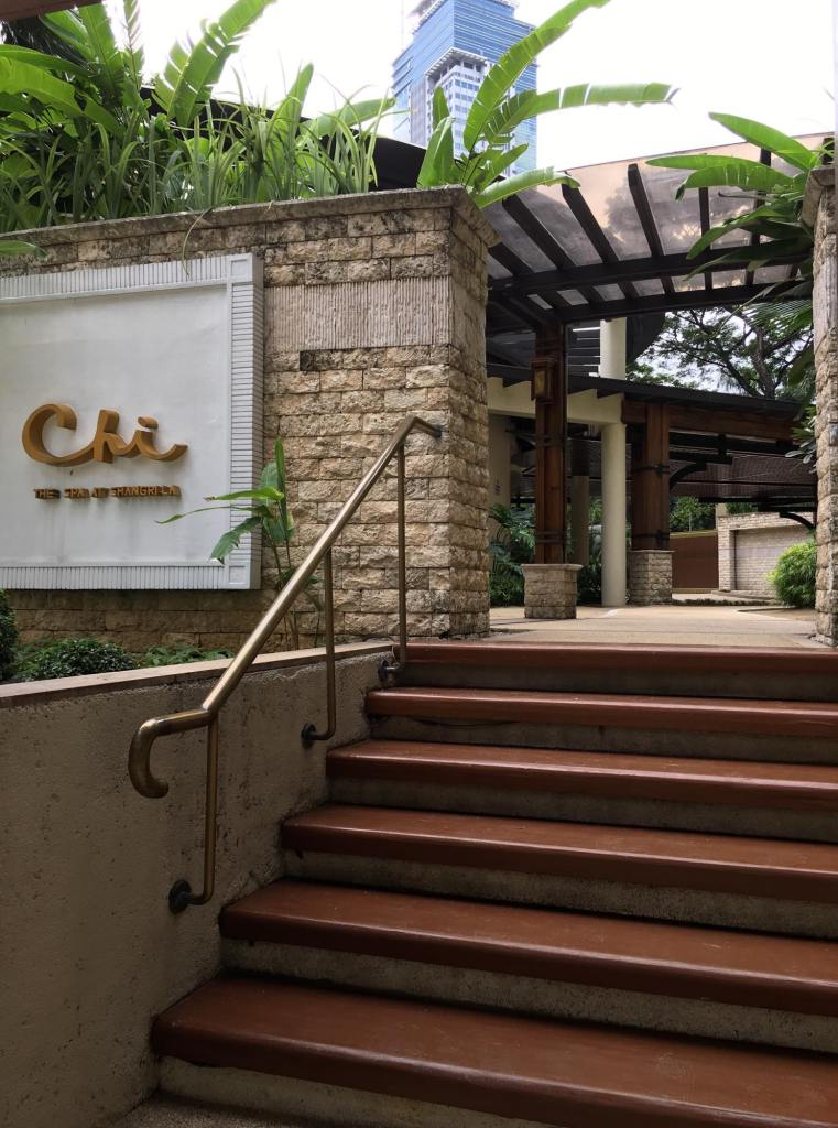 The facade near the Edsa Shangri-la  swimming pool