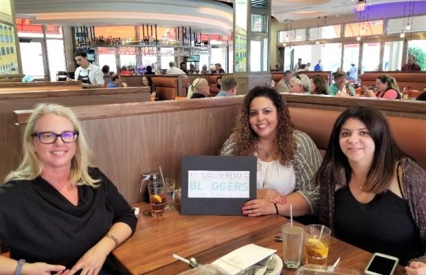 Ft Lauderdale, Boca Raton bloggers meet up at Junior's.