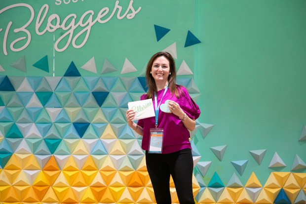 Top Miami Bloggers 2018 - South Florida Blogger Awards - Best Lifestyle Blogger Finalist. Origami backdrop by Dapper Animals