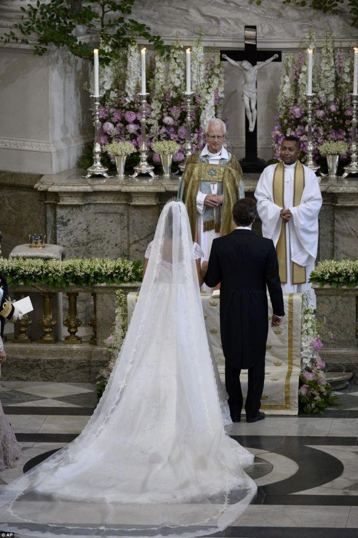Princess Madeleine + Chris ONeill - Alter - Back