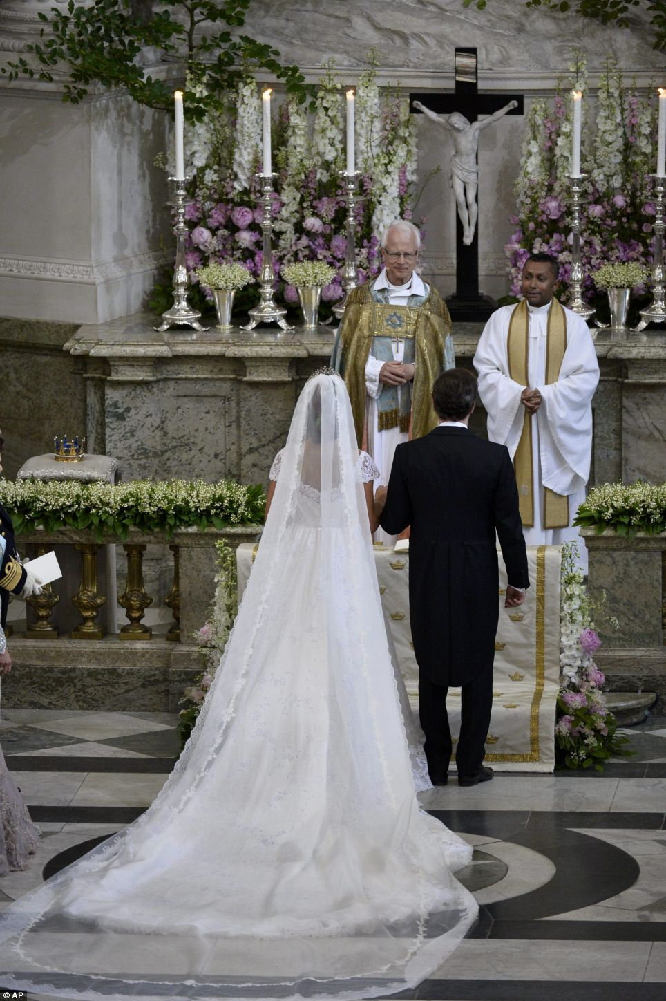 Princess Madeleine + Chris ONeill - Alter - Back