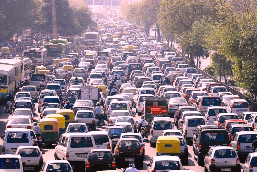 Rent a car guide in Dubai - speed limit and crash course in traffic jams