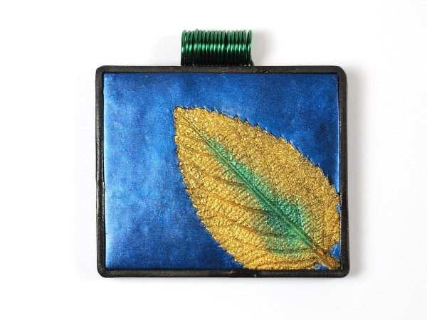 A free polymer clay tutorial by The Blue Bottle Tree, Mica Leaf Pendants.