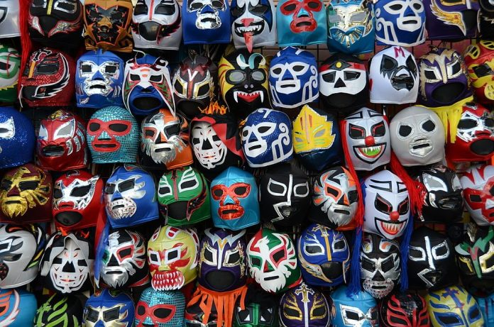 This image has an empty alt attribute; its file name is 1024px-Lucha_libre_máscaras-1024x678.jpg